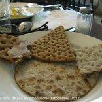 Variedad de pan en el desayuno