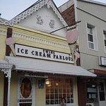 Twin's Ice Cream Parlour