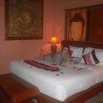 Первый этаж, огромная и очень удобная кровать!!!