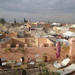 vue sur la terrasse du riad et les toits