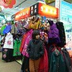 Ya Xiu market stall