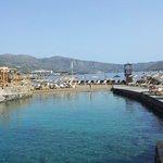 Crique abritée et piscine de mer