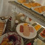 variedad y cosas riquisimas e impecables para desayunar