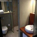 Rymligt fint badrum