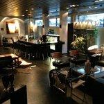 Lounge och liten bar