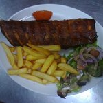 BBQ ribs with chips and salad