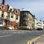 Surfista alle 9 di mattino in giro per Bournemouth!!!! :-)