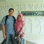 me and my husband at lobby.. teehee :D