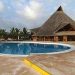piscina e ristorante