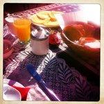 petit déjeuner au soleil (crêpes et yaourts maison !)