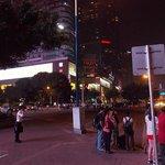Улица Тианхе, вечер.