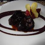 Solomillo con mermelada tomate y pure olivas negras