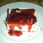 Cheese cake con marmellata di fragole calda