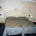 habitacion estilo veneciano, muy cómoda.