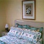2 bedroom master bedroom bed