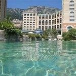 Hotel gezien vanuit het zwembad