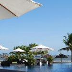 Espace restaurant, piscine et plage