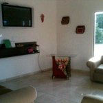sala de estar del hostal