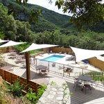 vue generale terrasse et piscine