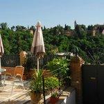 Terraza orincipal con vistas a la Alhambra