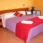 camera matrimoniale con vista sulle colline maremmane. servizi: bagno privato, tv, climatizzator