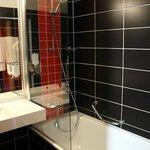 Bathtube and shower