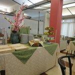 Il tavolo al centro della sala colazione