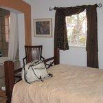 Room W/Queen bed