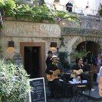 La Maison Café . Bar , Tapas .
