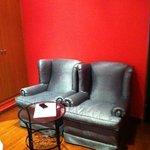 Los sillones de la habitación