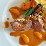 シャラン産鴨の胸肉のロースト、そのジュの赤ワインソース、秋栗と茸のラグー