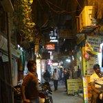 steegje (zijstraat van de Main Bazar) naar het hotel