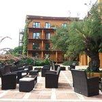 Zona terraza / lounge, al lado de la piscina