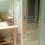 Badezimmer mit Dampfbad in der Duschkabine