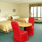 This non-smoking room has 2 double beds for up to 4 persons, complete with 4 pc bath, cable tele