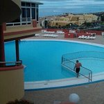 view at pool an Bit ov restaurant