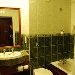 Salle de bains de la chambre 407