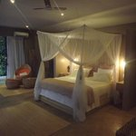 Four-post bed in the honeymoon suite