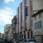 Vue des abords de l'Ibis Hotel Agen Centre