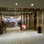 Вид на ресторан из холла