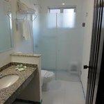 Banheiro funcional e limpo