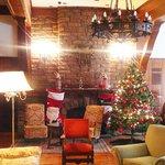 lobby del hotel, en vísperas de navidad