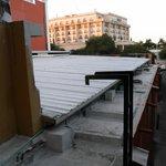 vistas desde la habitación que da a la trasera y escalera  de acceso al tejado