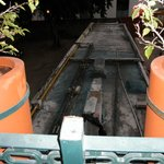 extractores pegados a la terraza de la hab . que da a la piscina