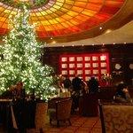 Die Lobby ist Münchens schönstes Adventszimmer.