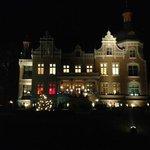 Villa bei Nacht