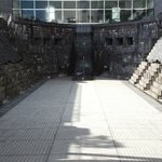 ドック内の途中からの眺め (正面上が横浜ランドマークタワーです)
