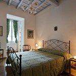 Camera Matrimoniale con bagno en-suite, dotata di cassaforte, asciugacapelli, kit di cortesia, W