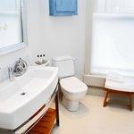 Luxury Single Room – Bathroom