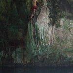 Escalando en el cenote